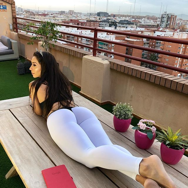 Neiva Mara en leggings